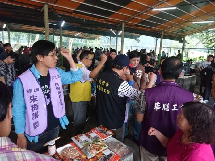 ▲王浩宇指控,華航工會推出的桃園市長參選人朱梅雪,把勞教搞成選舉場合。(圖/翻攝自王浩宇臉書)