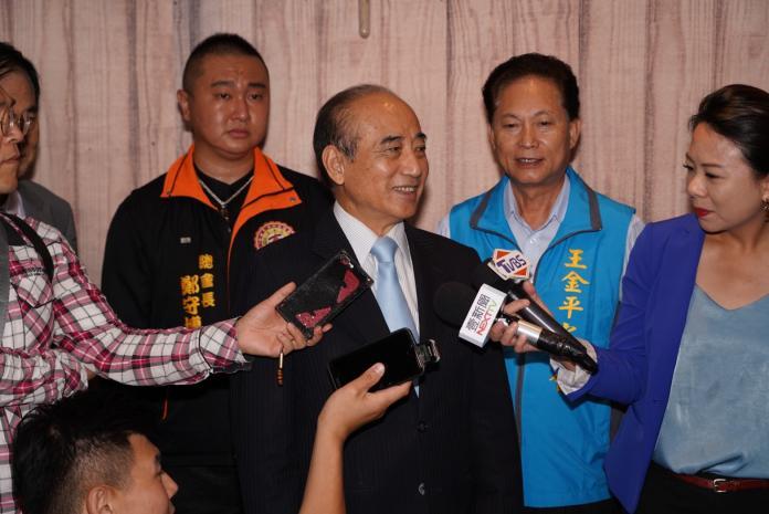 媒體問王金平是否可能脫黨參選,王說他是在整合地方資源。 (圖/王金平辦公室提供)