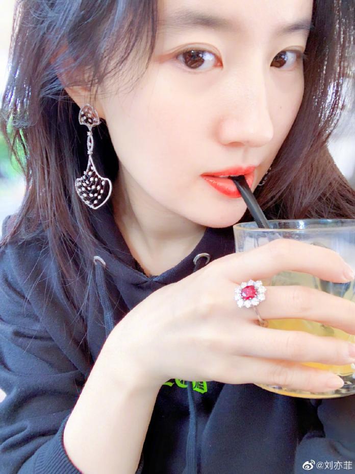 《花木蘭》劉亦菲從小美到大 神仙顏值保養秘訣公開