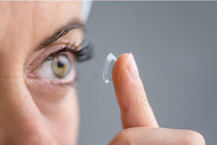 ▲現代人常常因為方便或愛美選擇戴隱形眼鏡,但常常因為過於忙碌或懶惰,隱形眼鏡不常拔下或清潔,造成眼睛感染導致失明。(示意圖/翻攝自 fotolia )