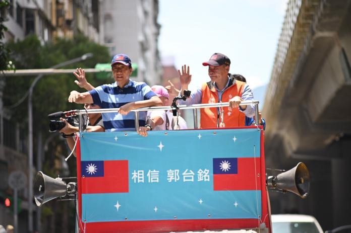 台北<b>遊街</b>拜票最後衝刺 郭台銘:脫黨參選下周一再說