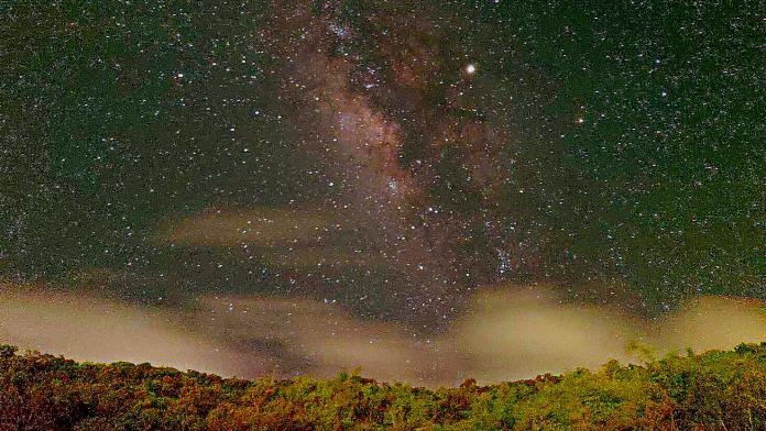 ▲用手機也能拍攝銀河。(圖/屏東縣天文協會提供)