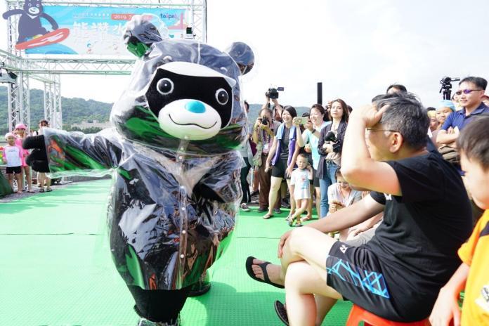 台北市長柯文哲13日出席「2019台北河岸 童樂會-熊讚水樂園」開幕。(圖 /  台北市政府提供)