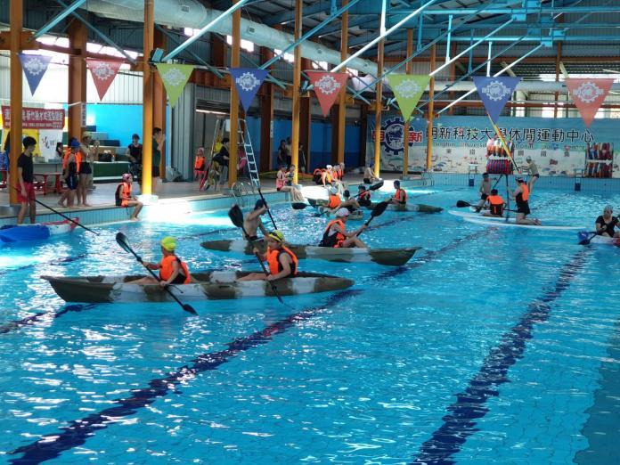 來游泳池玩獨木舟、風浪板 親子水域活動體驗安全涼快