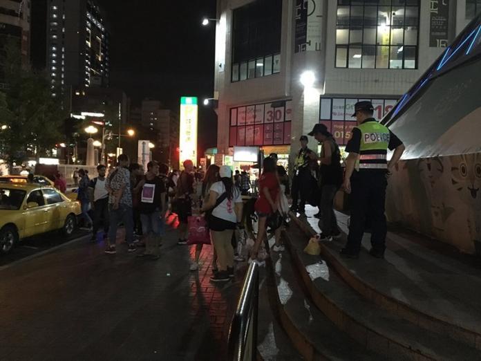 台中警方驅離東協廣場移工 移工集體反彈