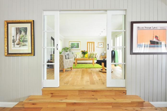 ▲專家表示,有許多建商為了增加買氣,推出「買房送裝潢」的優惠,但如果不仔細檢查,可能會變成冤大頭!(示意圖/取自 Pixabay )