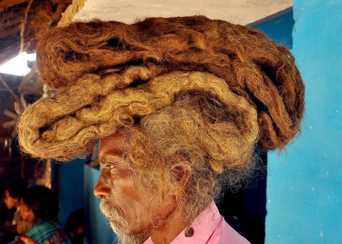 ▲沙卡表示,這抹長髮是「上帝的祝福」。(圖/翻攝自每日郵報)