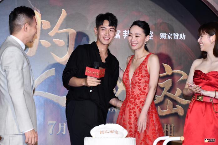 ▲柯震東(左二)和「前女友」吳可熙合體首映會。(圖/記者林柏年攝)