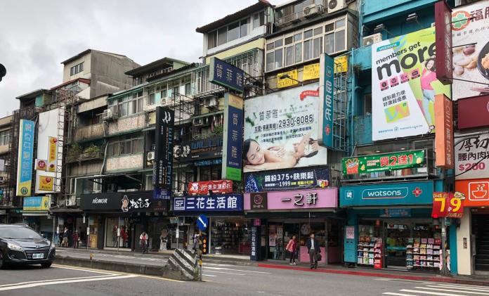 ▲萬芳醫院商圈有學生、醫護人員等龐大消費群族,沿路店家林立,相當熱鬧。(圖/信義房屋提供)