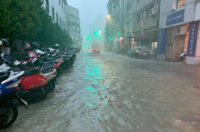 巷仔內/高雄的一場大雨 看到政客的嘴臉