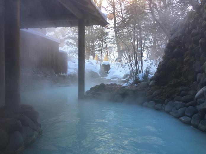 ▲「泡湯」在日本十分盛行,不僅日本人愛泡湯,就連外國遊客到日本旅遊,也會安排參訪道地的日本溫泉,體驗當地文化。(示意圖/翻攝自 Pixabay )
