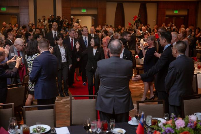 蔡英文總統會晤美國科羅拉多州州長波利斯(Jared Polis)、美參議院外交委員會亞太小組主席賈德納(Cory Gardner)。(圖 / 總統府提供)
