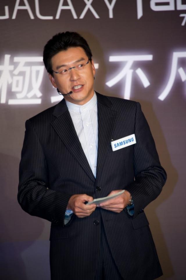 <br> ▲謝震武是律師也是主持人。(圖/摘自謝震武臉書)