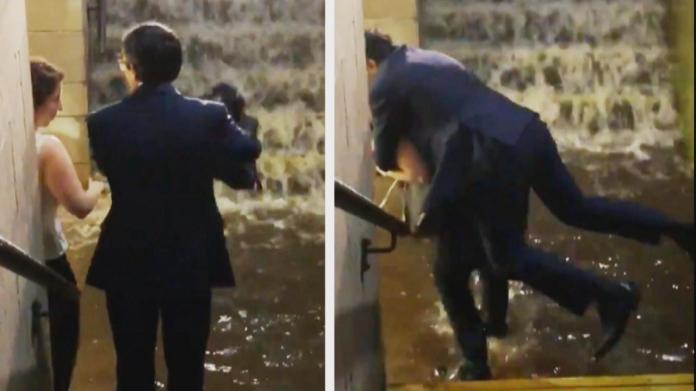 ▲美國紐澤西一名男子,因在淹水火車站讓女人揹他離開,視頻被上傳網路,因此暴紅。(圖/翻攝Inside Edition)