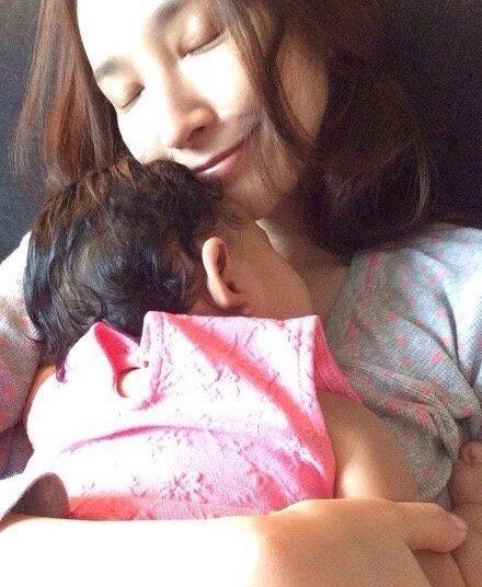 ▲女星吳佩慈跟男友香港富豪紀曉波以育有兩子一女。(圖/翻攝自微博)