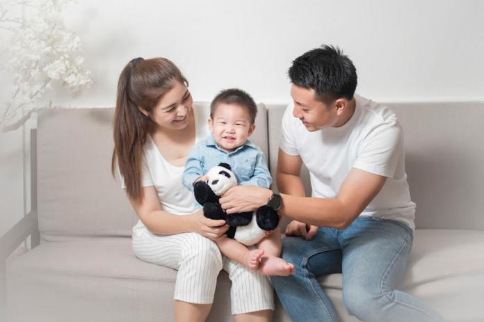 <br> ▲台灣「少子化」的問題日趨嚴重,究竟養一個小孩實際上得花多少錢呢?一名網友日前就在 PTT 上發文,直言「不生 = 現賺 500 萬」!圖中人物與新聞無關。(示意圖/翻攝自 EyeEm)
