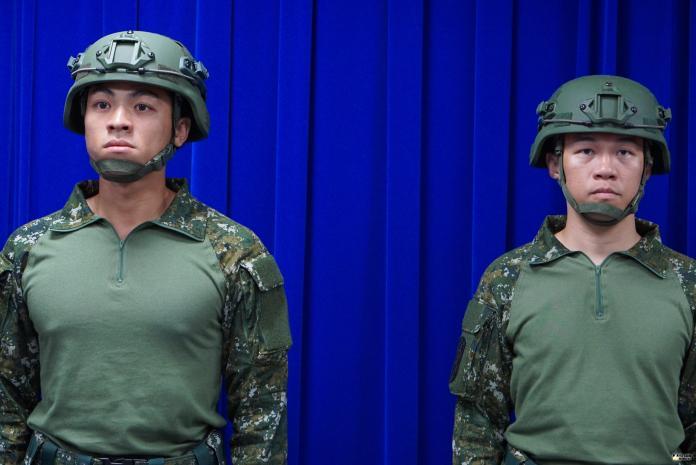 ▲國軍發放正式名稱為「透氣戰鬥裝」的救災裝。(圖/記者呂炯昌攝)