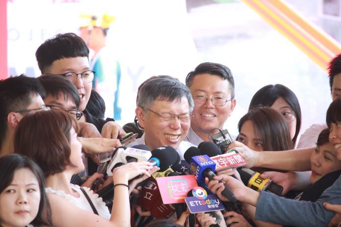▲台北市長柯文哲被問到對「白衣人士痛打港人」的看法,不斷閃躲。(圖/丁上程攝, 2019.7.24)