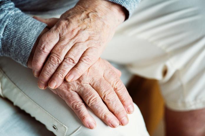 ▲有許多老年人沒有醫師建議,就自行服用阿斯匹靈。(示意圖/ Pexels )