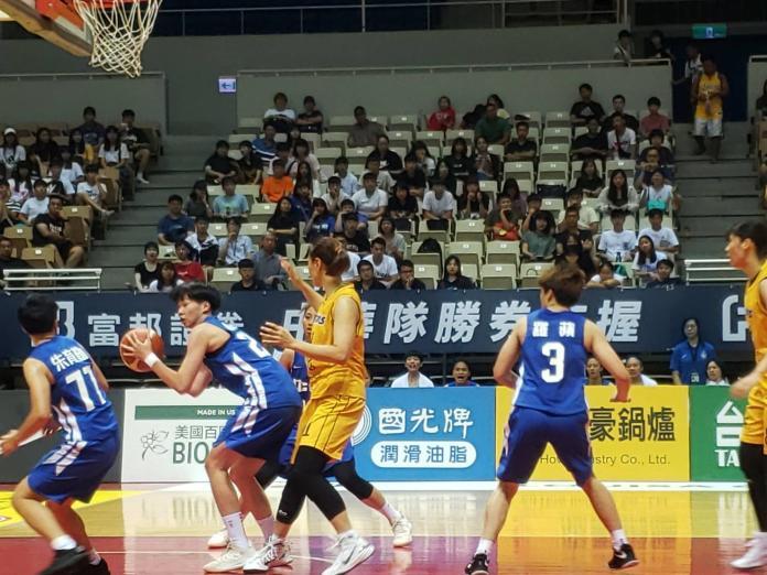 中華白在隊2019年瓊斯杯女籃對戰南韓職籃KB Stars隊。(圖/黃建霖攝)