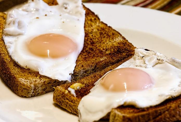 早餐可以大吃不能亂吃!營養師揭「地雷組合」:全都是油