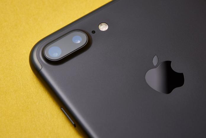 ▲蘋果產品的語音助理 Siri ,遭爆料會錄下內容傳給全球的承包商。(示意圖/取自 Unsplash )