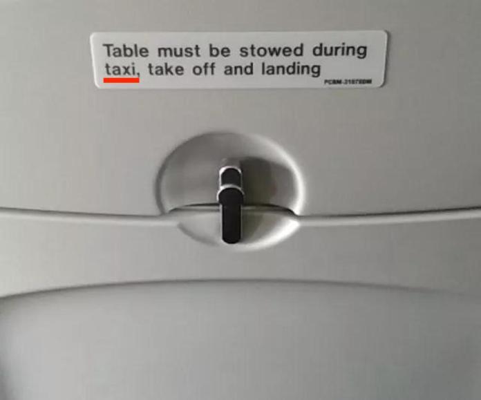 <br> ▲飛機椅背上出現「taxi」這個英文單字,讓網友感到疑惑:「飛機和計程車有什麼關係?」(圖/翻攝自 pinasan)