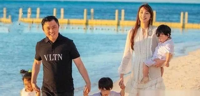<br> ▲吳佩慈與未婚夫紀曉波已育有兩子一女,近日更爆出懷第四胎。(圖/翻攝自微博)