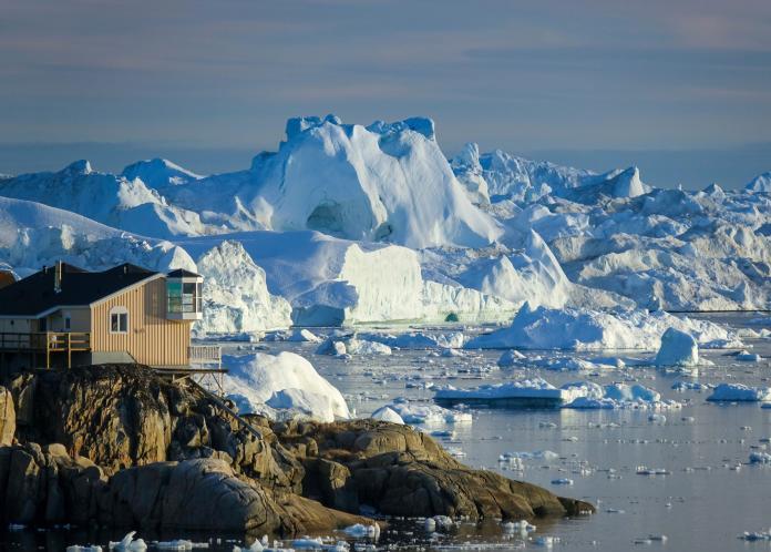 ▲全球最大的島格陵蘭,今年初夏融冰時間開始比往年早,專家憂心極端氣候帶來的影響越來越劇烈。(圖/美聯社/達志影像)