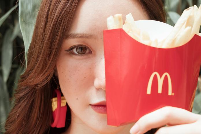 ▲美國一名警察控訴麥當勞的員工偷咬他點的麥香雞堡。(示意圖/圖中非當事人,取自 Unsplash )