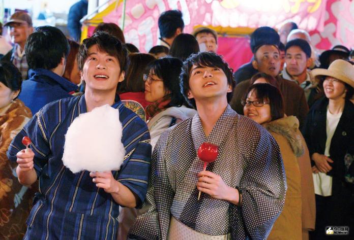 001【大叔之愛電影版】_田中圭(左)與林遣都(右)在片中談情說愛,兩人戲外感情也很好
