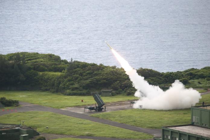 ▲九鵬基地實彈射訓,天弓飛彈發射。(圖/軍聞社提供)