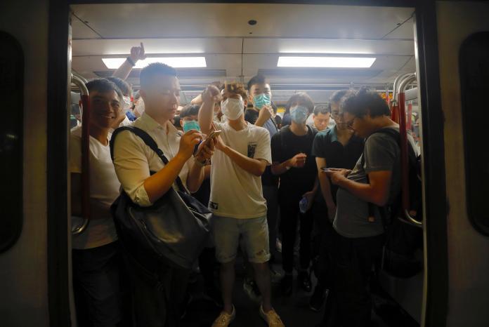 反送中衝擊!旅行社停辦遊港團 陸客:香港到處打砸搶