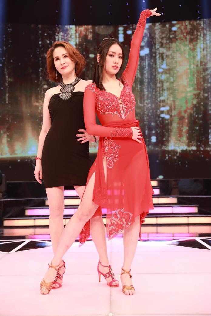 <br> ▲葛子楊和媽媽金友莊一樣外型亮眼。(圖/民視提供)