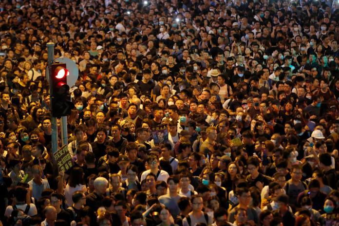 香港4萬公務員參與集會 「不認同向特首絕對盡忠」