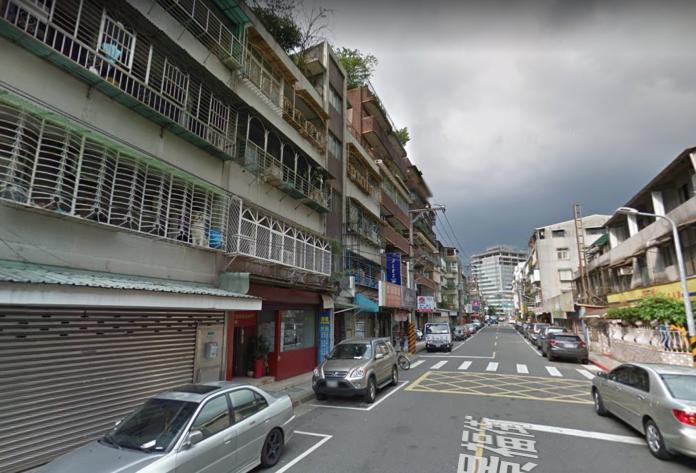 ▲一名台北男網友在「 mobile01 」論壇表示,手上的資金只能購買台北市景美 45 至 50 年的舊公寓,或是新北市永和 20 多年的電梯大樓,好奇詢問廣大網友該如何選擇,貼文立刻引發熱議。(圖/翻攝自Google map )