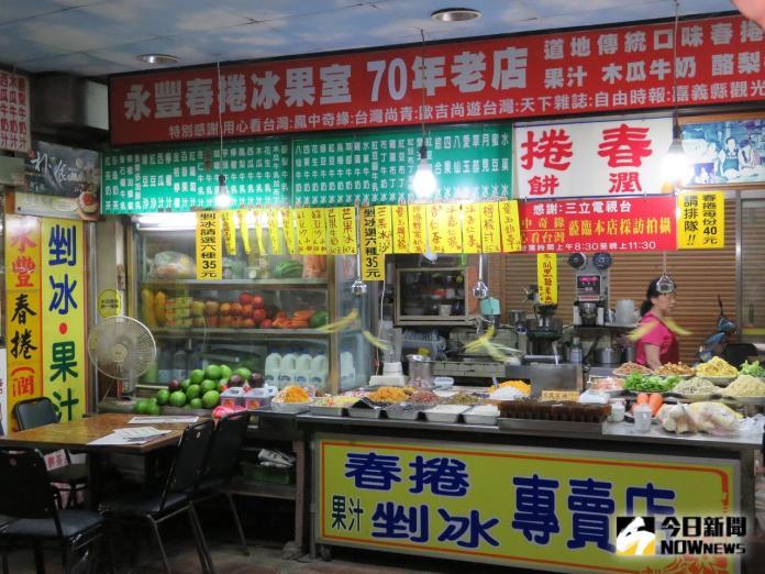 <br> ▲70年的永豐老店,不止有冰品,也有美味的春捲。(圖/記者陳惲朋攝 )