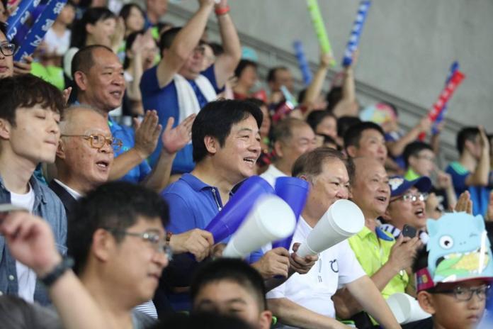 ▲前行政院長賴清德現身U-12少棒賽冠亞軍賽,為台灣小將加油。(圖/翻攝賴清德臉書)