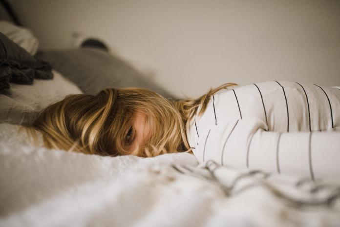 「新冠失眠」找上門!9成6女性情緒反應大 專家給建議