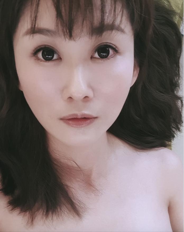 <br> ▲陳珮騏七夕曬出一張「裸上身」自拍照。(圖/翻攝自陳珮騏臉書)