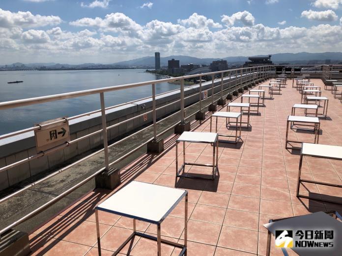 <br> ▲距離煙火施放地點最近的琵琶湖飯店也趁機推出煙火專案,在房間陽台就能欣賞煙火。(圖/記者陳致宇攝)