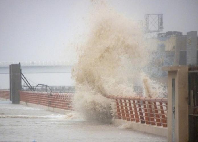 強颱<b>利奇馬</b>重創浙江!28人死20失蹤 道路沖斷畫面曝光