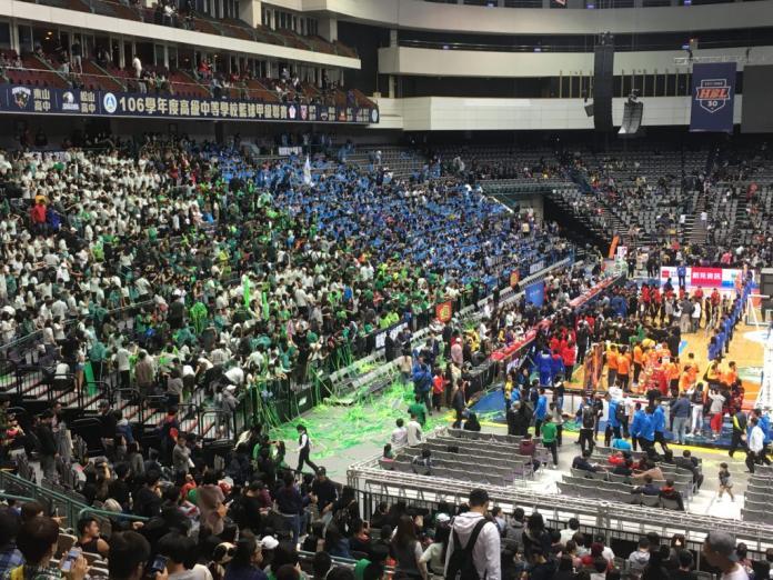 近年HBL風潮盛行,於台北小巨蛋舉辦的總冠軍賽每年更吸引上萬名球迷到場觀賽,場面十分轟動。 (初聲/蔡明衡攝)