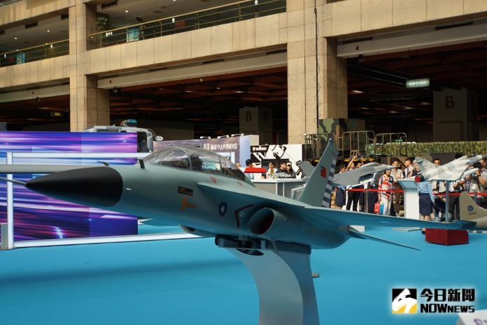 ▲首架國產高教機模型於2019台北國際航太暨國防工業展亮相。(圖/記者呂炯昌攝)