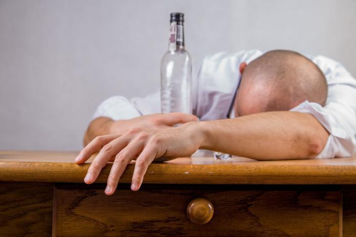 ▲飲酒千萬不要配榴槤。(示意圖/圖中非當事人,取自 Pixabay )