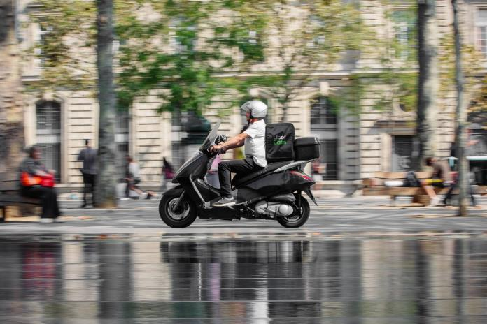 ▲法國驚傳 Uber Eats 外送員性侵點餐女大生的案件。示意圖,與當事人無關。(圖/翻攝自 Uber Eats 臉書)