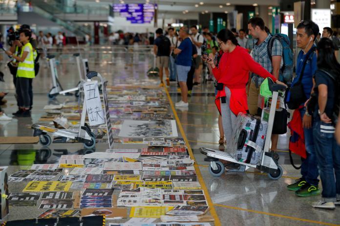 ▲港媒報導,這週末全球多地將有多場聲援反送中的活動。圖為近期香港機場示威資料照。(圖/美聯社/達志影像)