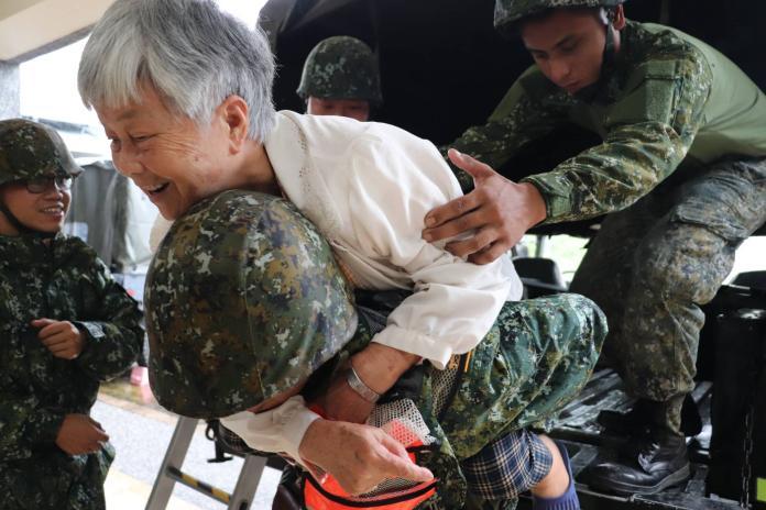 高雄大雨成災!韓國瑜遭水扁 國軍出動防災