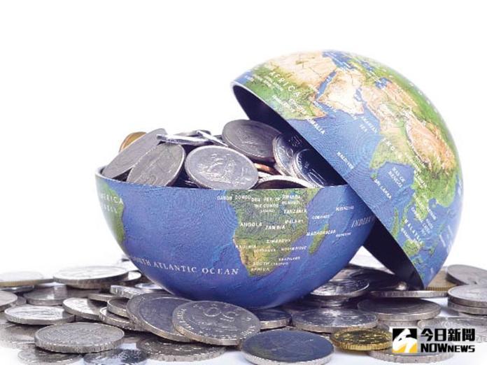 ▲投信業者指出,即便全球經濟面臨下行風險,但美國民間消費的總經數據相對持穩,因此仍正面看待,建議投資人做好多重資產配置的投資策略。(圖/NOWnews資料照片)