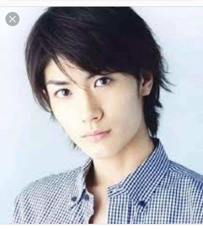 ▲大量網友認為林右昌年輕的樣子和日本男星三浦春馬有些神似。(圖/翻攝自《貓與邪佞的手指》)